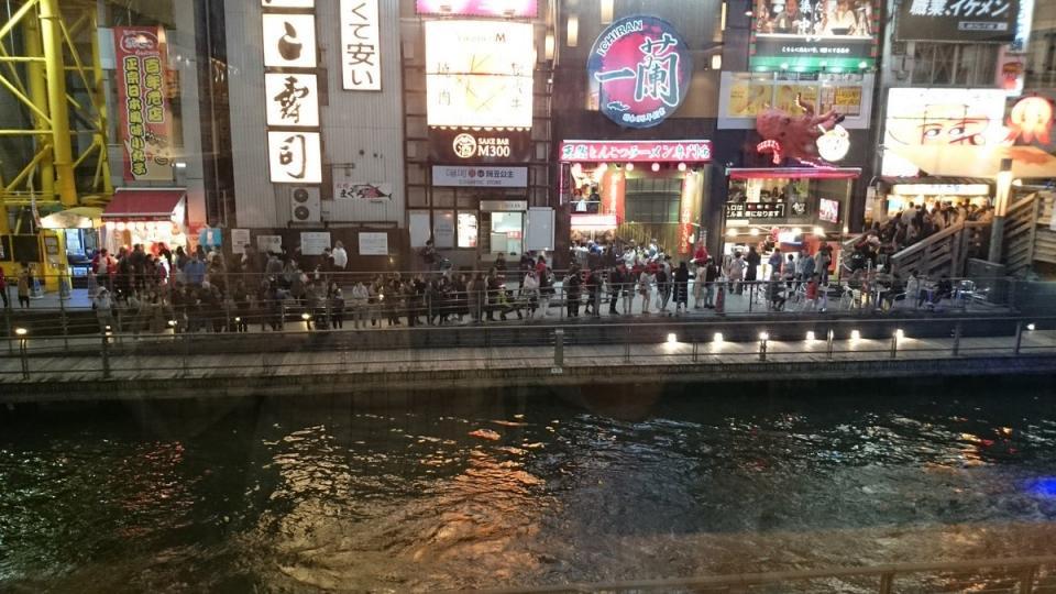 大阪ミナミで集客世界一のラーメン屋 【一蘭道頓堀店本館】